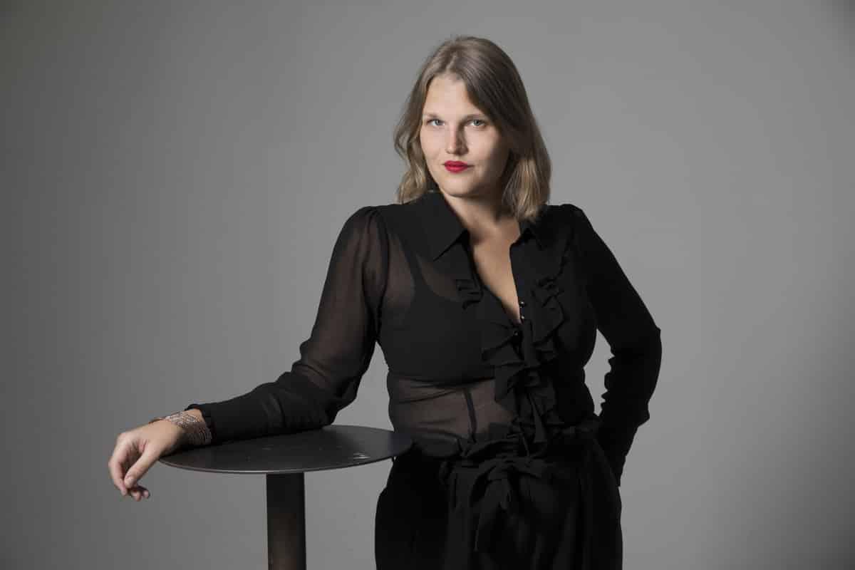 Aleksa Lundberg, författare, journalist, skådespelerska, TV-personlighet, föreläsare, moderator, konferencier, aktivist, Bögtjejen